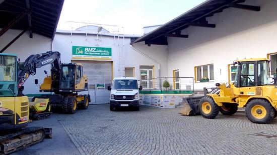 Hofeinfahrt BMZ BauMaschinenZentrum Oberland GmbH